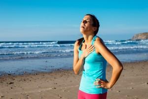 Lo mejor es escuchar a tu cuerpo, aumentar la intensidad del ejercicio gradualmente y darse tiempo de recuperación después de entrenamientos duros o competencias intensas.