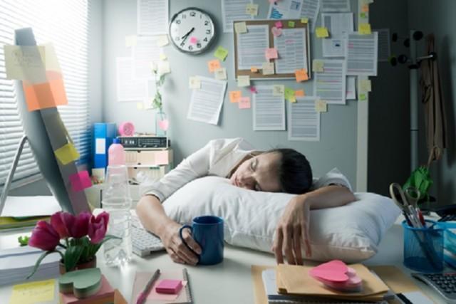 La migraña es un tipo de dolor de cabeza, palpitante o pulsátil, que va de moderado a intenso y es recurrente. Suele afectar a uno o ambos lados de la cabeza; algunas personas también experimentan cierto tipo de mareos, malestar estomacal e incluso vómito.