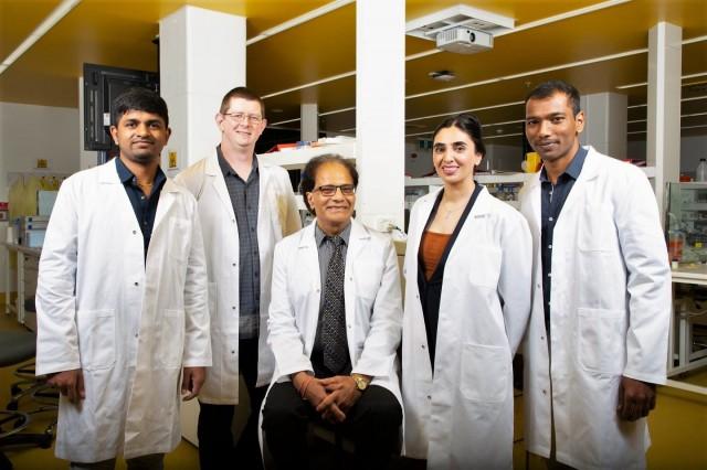 El Grupo de Ingeniería Molecular en RMIT: Ganga Reddy Velma, Dr. Steven Priver, Profesor Distinguido Suresh Bhargava, Dra. Neda Mirzadeh, Dra. Srinivasareddy Telukutla