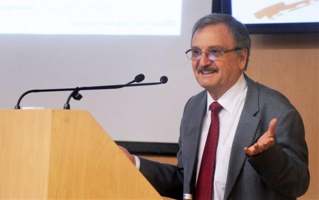 Juan Pedro Laclette San Román, investigador emérito del IIBm de la UNAM.
