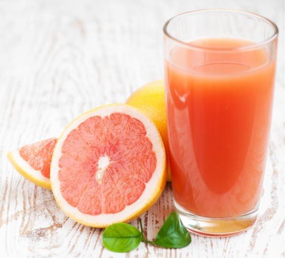 La vitamina C y el licopeno, son de los antioxidantes más poderosos y se encuentran en diversos cítricos; uno de ellos es la toronja,