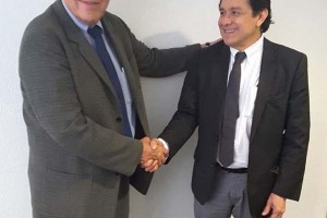 El Dr. Gustavo Reyes Terán es médico cirujano por la Universidad Nacional Autónoma de México (UNAM). Cuenta con maestría en salud pública por el Instituto Nacional de Salud Pública (INSP); especialización en Infectología por el Instituto Nacional de Ciencias Médicas y Nutrición Salvador Zubirán (INCMNSZ), y posgrado estancia de investigación en virología e inmunología por la Universidad de California.
