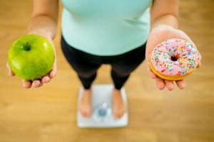 En la balanza comida saludable y chatarra