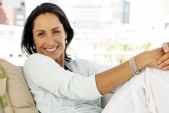 El cese de la función ovárica es algo biológicamente programado, tiene que existir incluso para disminuir el riesgo de padecer cánceres hormonodependientes.