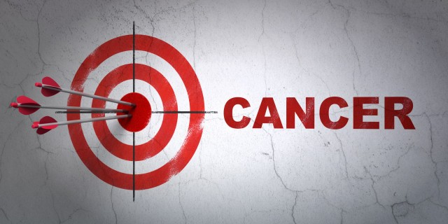 Diana con flechas en el centro y la palabra cáncer