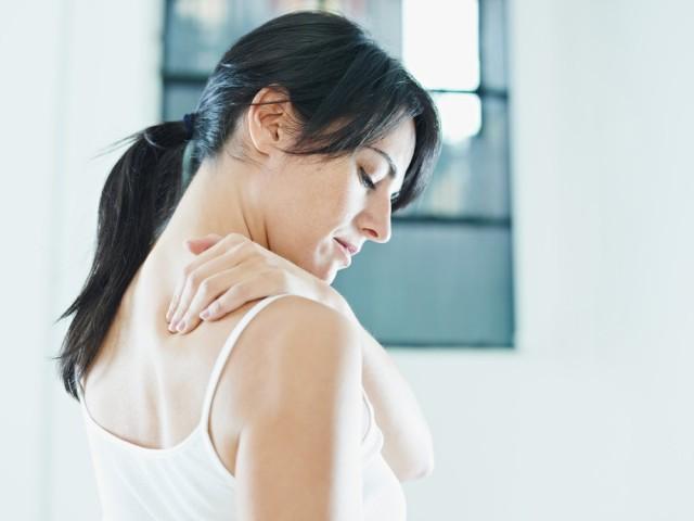 La inactividad, el sobrepeso y la mala postura pueden causar dolor de espalda.