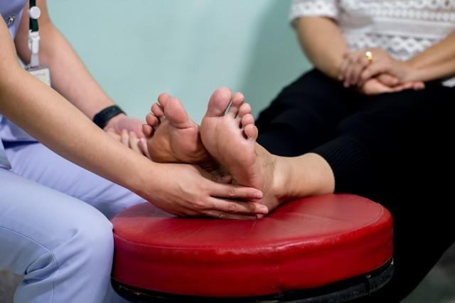 Dentro de las afectaciones más comunes derivadas de una diabetes fuera de control está el pie diabético, que puede resultar en amputación.