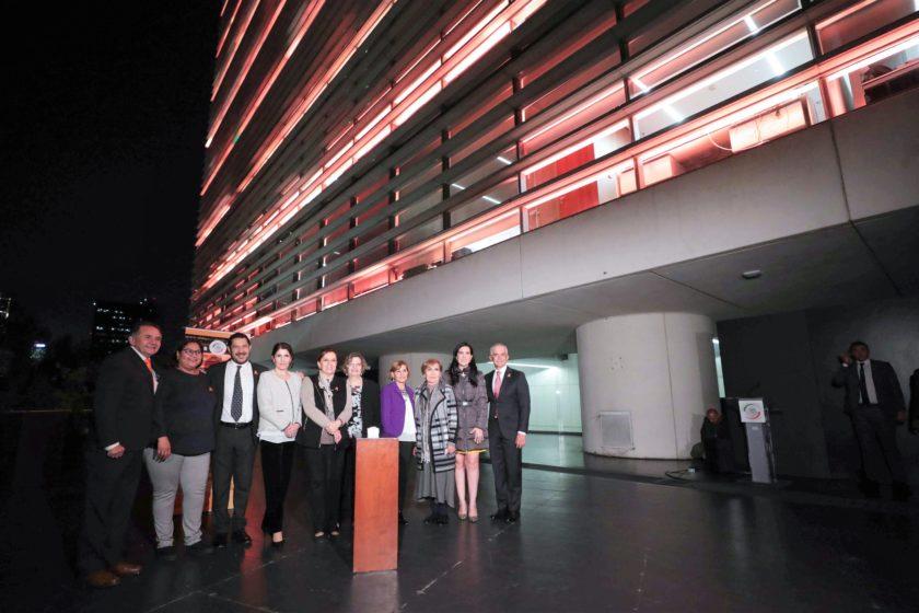 Iluminación del Edificio del Senado en Conmemoración del Día Internacional de la Eliminación de la Violencia contra las Mujeres