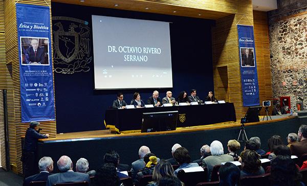 Asistieron a esta inauguración Paulina Rivero Weber, directora del Programa Universitario de Bioética, y Patricio Santillán, presidente del Colegio de Bioética.