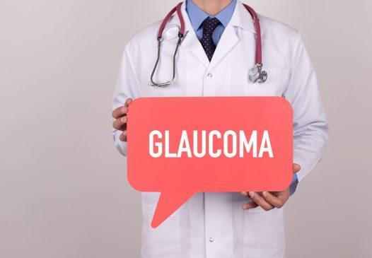 Médico con icono de burbuja con texto glaucoma