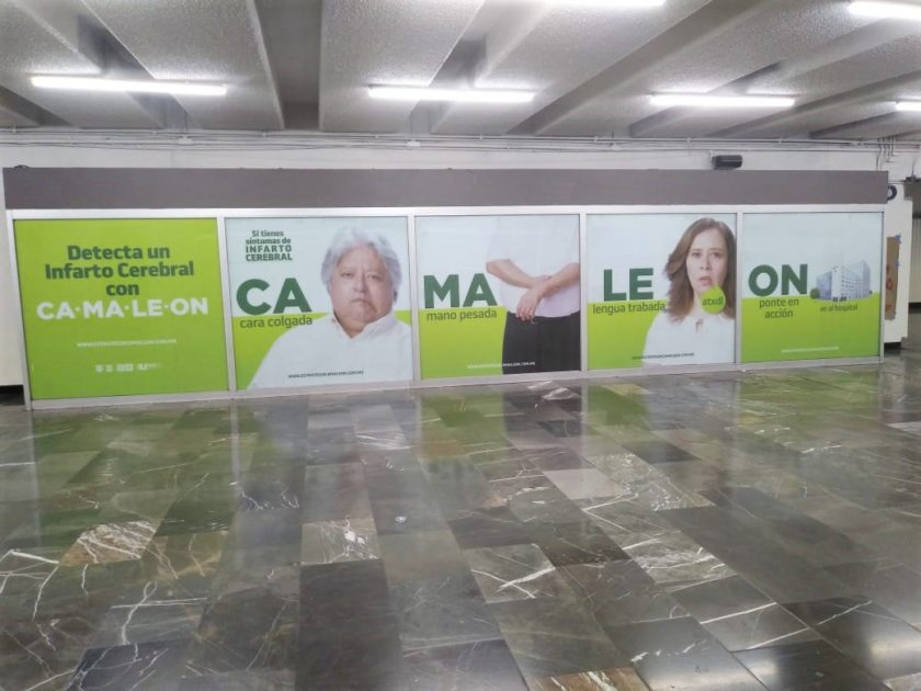 En conjunto con la Coordinación de Cultura se instalaron dos vitrinas en las estaciones Zaragoza y Tacubaya con información de CAMALEÓN, destinadas a los usuarios que transitan a diario.