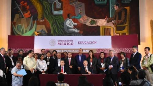 Conferencia de prensa en la secretaría educación pública