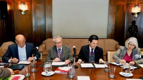 Funcionarios del IMSS e INSABI firman convenio para fortalecer acceso a servicios de salud a población que atiende IMSS-Bienestar