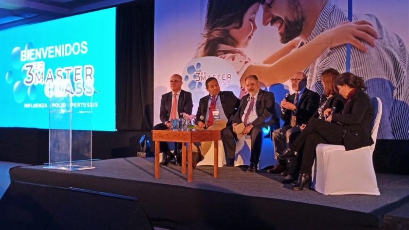 """Mesa redonda """"Hacia un mejor control de las enfermedades prevenibles por vacunación, basado en el conocimiento"""""""