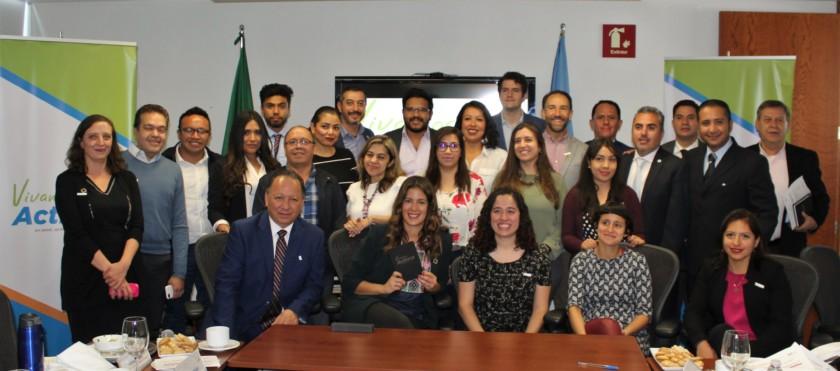 Fotografía de grupo de participantes de iniciativa vivamos juntos