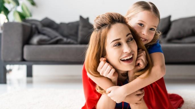 mamá e hija contentas