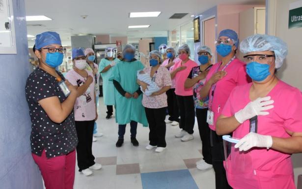 Bebé prematuro, hijo de madre con COVID-19, egresó del Hospital de Gineco Obstetricia No.3 de La Raza