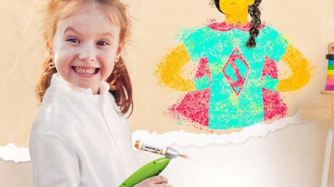 niña pintando en la pared