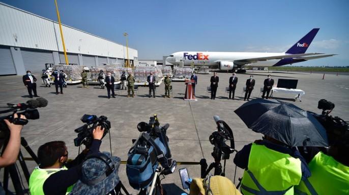 Conferencia de prensa en el Aeropuerto de Toluca