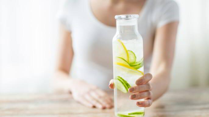 jarra de agua con frutas