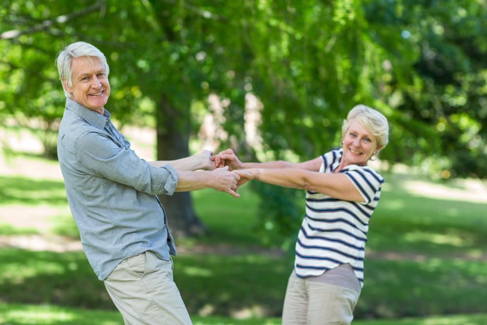 pareja de adultos mayores