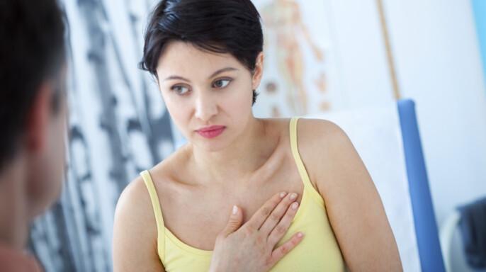 Mujer en consulta médica