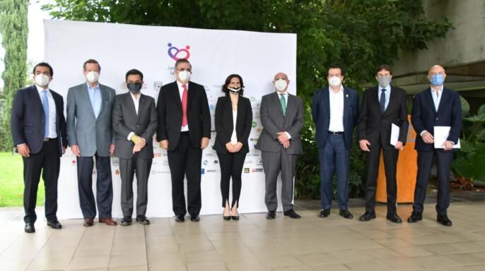 """Participantes del acto de la iniciativa público-privada de apoyo al sector médico denominada """"Juntos por la Salud"""" de la Fundación Mexicana para la Salud (Funsalud)"""