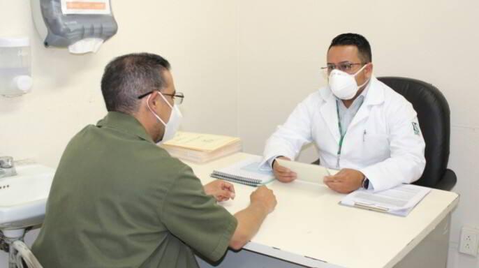 Ayudante de Farmacia apoya a sus compañeros a enfrentar la pandemia por COVID-19