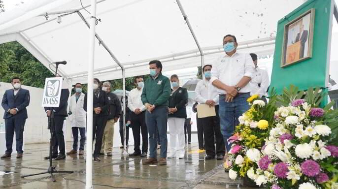 Encabeza director general del IMSS homenaje póstumo al doctor Francisco Monsebaiz Salinas, en Morelos