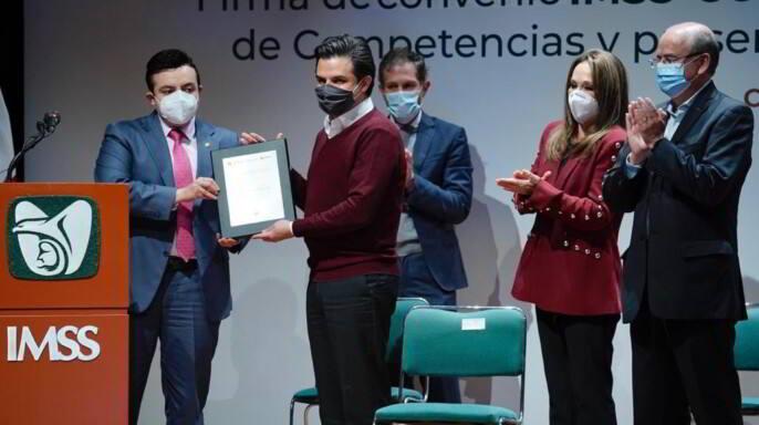 Otorga SEP al IMSS cédula como Entidad de Certificación y Evaluación, lo que traerá beneficios al sector salud. La certificación acerca al IMSS al sector educativo: Zoé Robledo.