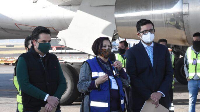 Llegan a México dos cargamentos más de vacunas Pfizer-BioNTech contra COVID-19