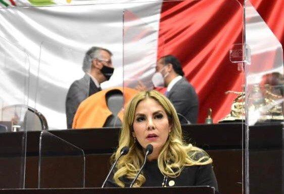 Abril Alcalá Padilla