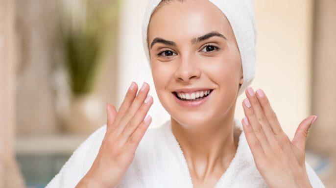 Mujer con la cara limpia perfecta