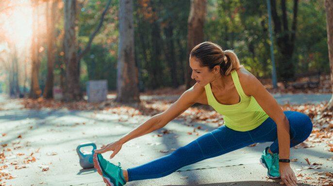 Mujer haciendo ejercicio al aire libre, Parque, Naturaleza