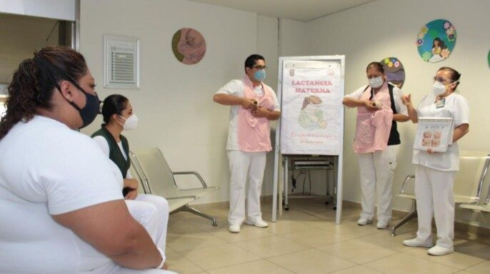 Enfermeras capacitando respect a la latancia materna