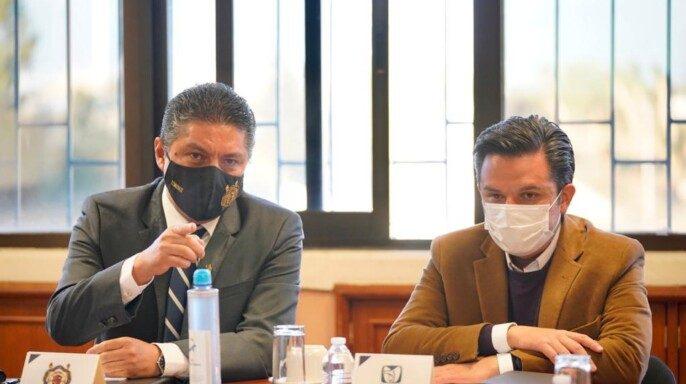 encuentro realizado en las instalaciones de esta universidad, el rector Raúl Cárdenas Navarro presentó al director general del IMSS, Maestro Zoé Robledo