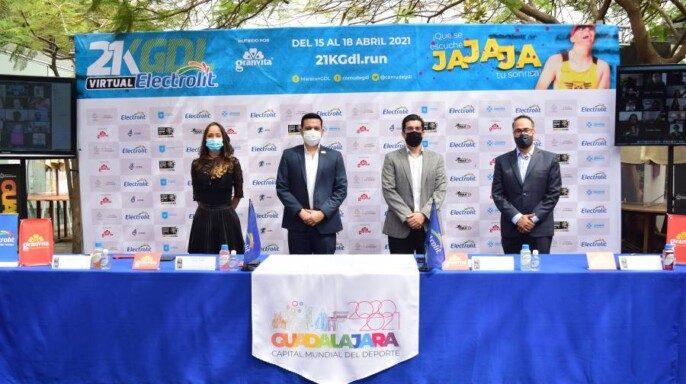 Cinferencia de prensa presentan 21K Guadalajara Electrolit nutrido por Granvita
