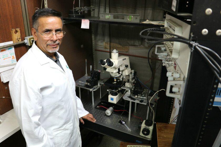 Benjamín Florán Garduño, investigador del Departamento de Fisiología, Biofísica y Neurociencias del Cinvestav