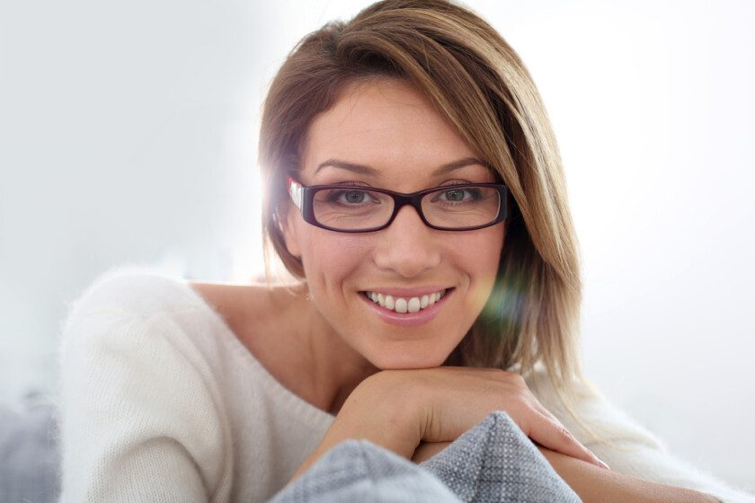 mujer madura sonriendo