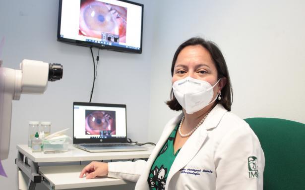 doctora Karla Verdiguel Sotelo, encargada del Banco de Tejido Corneal del Hospital General de la Raza
