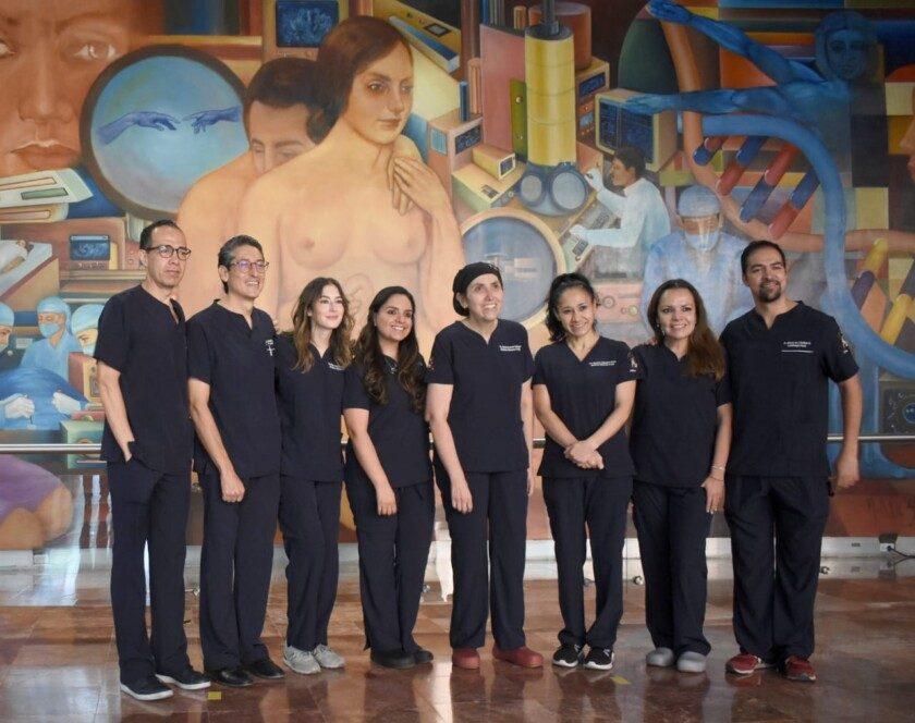 equipo conformado por médicos materno fetales, enfermeras especialistas y un cirujano fetal
