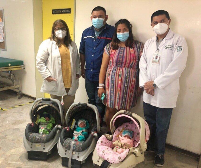 En Coahuila logran nacimiento exitoso de trillizos con apoyo de equipo multidisciplinario de médicos del IMSS.
