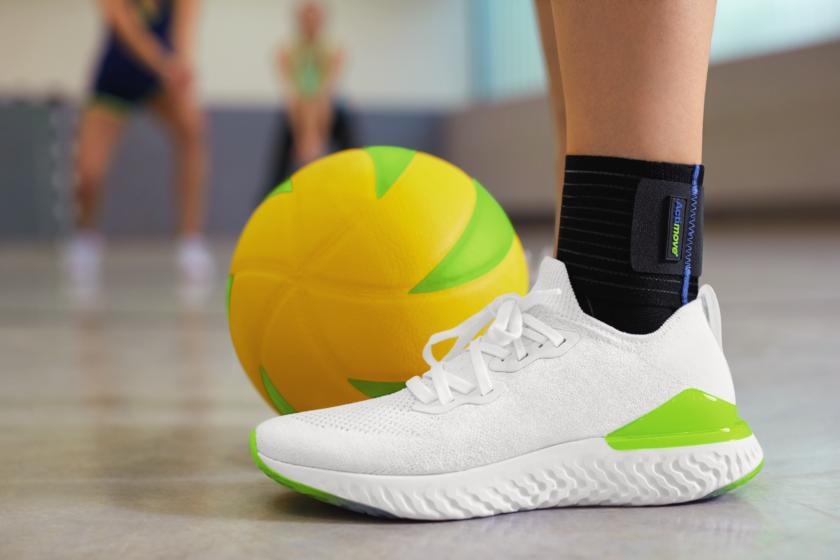 Mujer usando Soporte para Tobillo de Actimove Sports