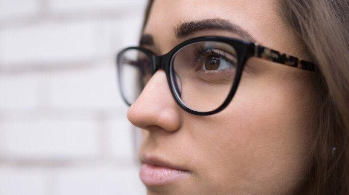 joven con anteojos