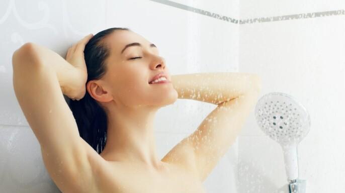 Chica en ducha