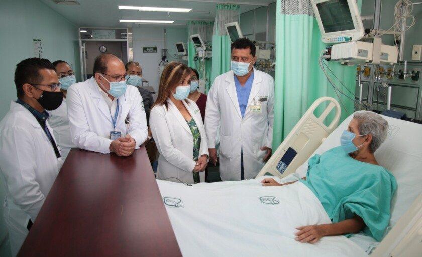 Realizan especialistas del IMSS trasplante hepático a   mujer de 59 años que tenía hígado invadido por quistes